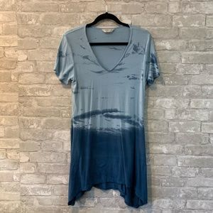 Tryst L Blue Ombré Sharkbite Hem Tunic Top